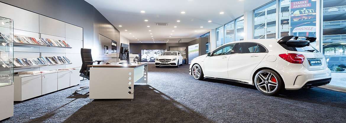 Showroom des LUEG AMG Performance Center in Essen