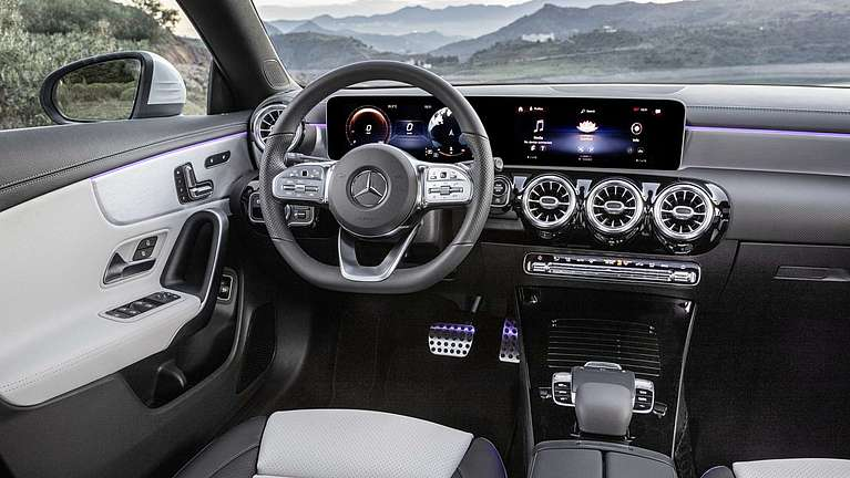 Mercedes-Benz CLA Shooting Brake Interieur mit MBUX