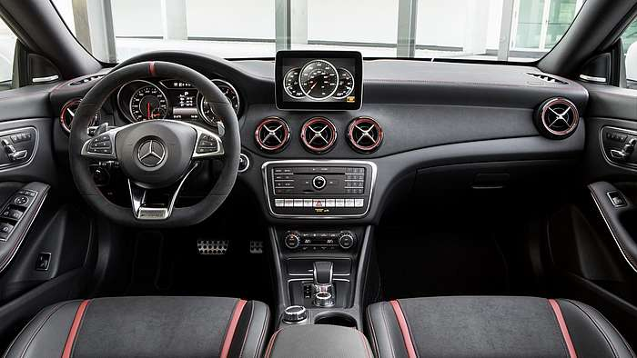 Der Mercedes-AMG CLA 45 Shooting Brake von innen