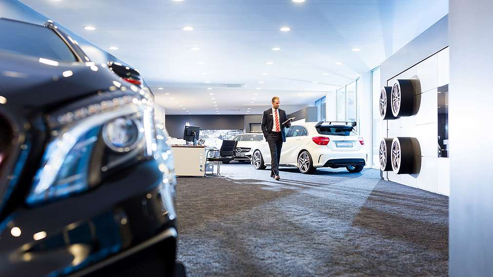 Verkäufer Alexander Jajkov im LUEG AMG Performance Center